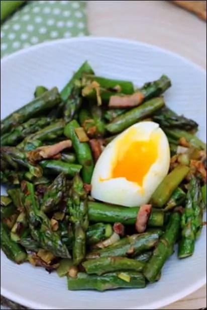 fricassée asperge œufs mollets