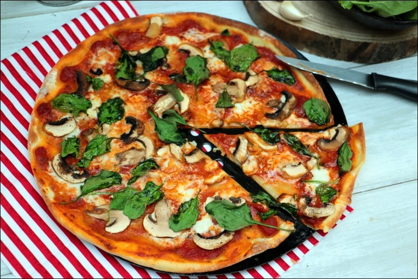 pizza champignons tomates
