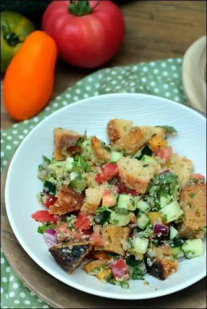 salade de pain et tomates
