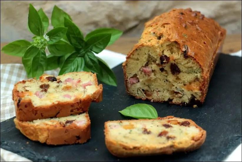 cake au jambon raisins secs crottin de chèvre et basilic