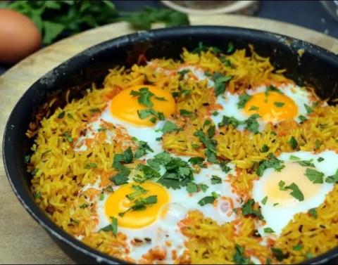riz grillé aux épices et aux oeufs
