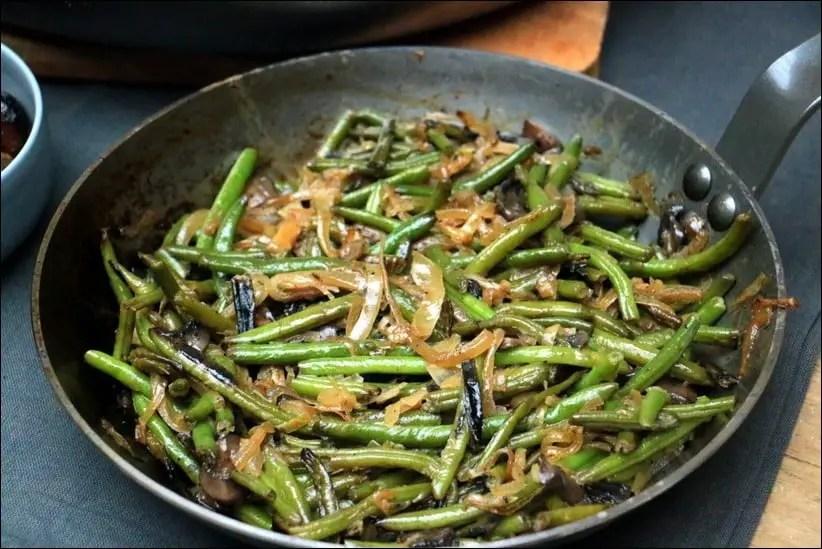poelee haricots verts champignons oignons