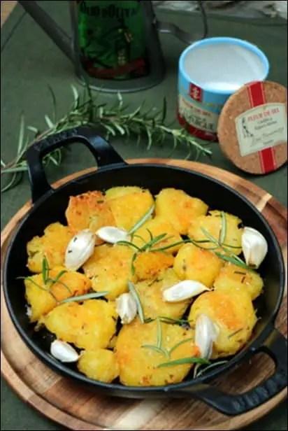 pommes de terre rôties à l'ail et au romarin