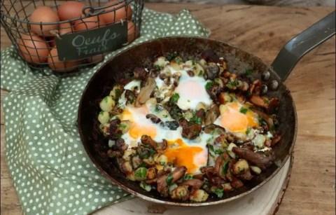 poêlée de pommes de terre aux champignons et oeufs
