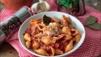 pâtes à la sauce tomate et pancetta à la sarde