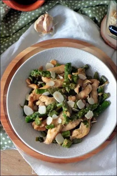 poulet asperges amandes