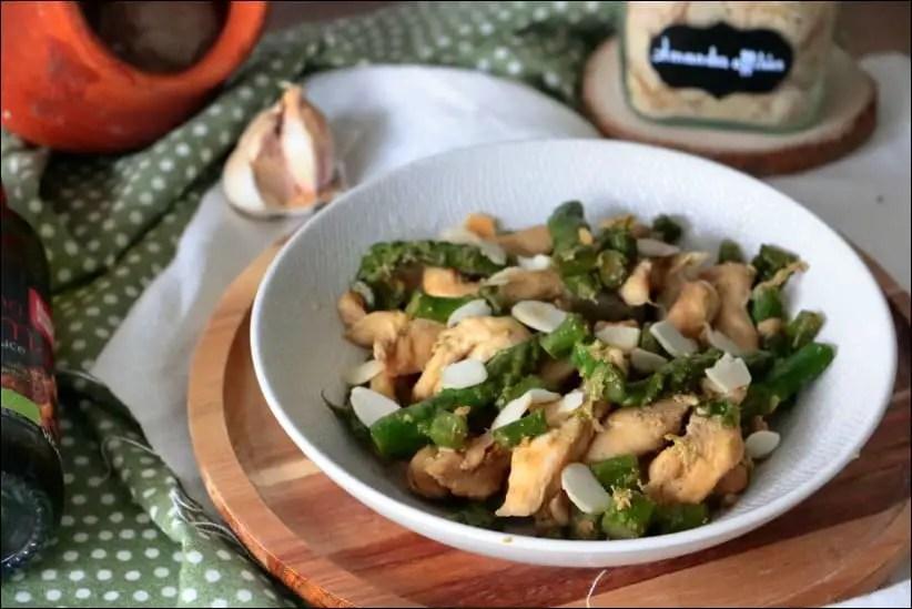 wok d'asperges vertes au poulet et amandes grillées