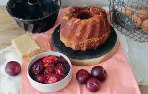 pain de Gênes à la cardamome et prunes rôties de Yotam Ottolenghi