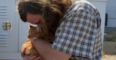 Man Reunited With Cat Month After Pet Got Stuck in Razor Wire
