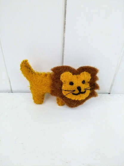 lion brooch front