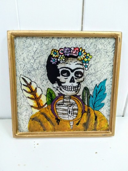 leaf lady frame white