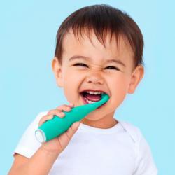 小孩清潔牙齒