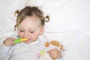 寶寶使用固齒器清潔