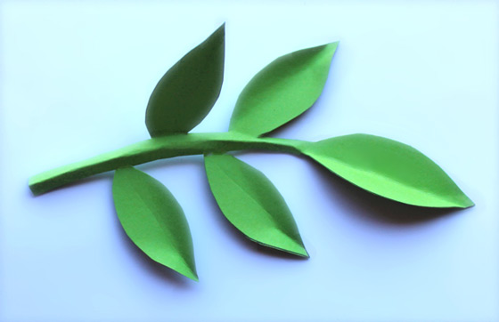 Paper leaf templates: Print templates onto green colored paper!