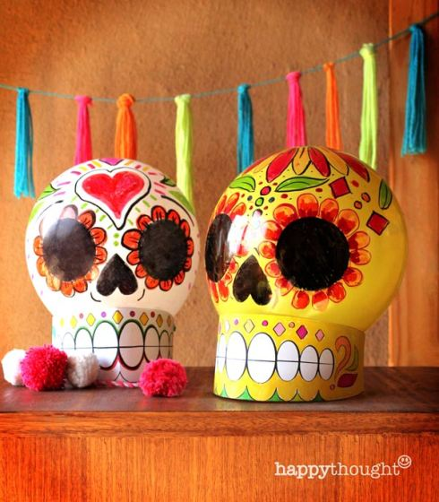 Make your own balloon calavera skull decoration with instructions and DIY template