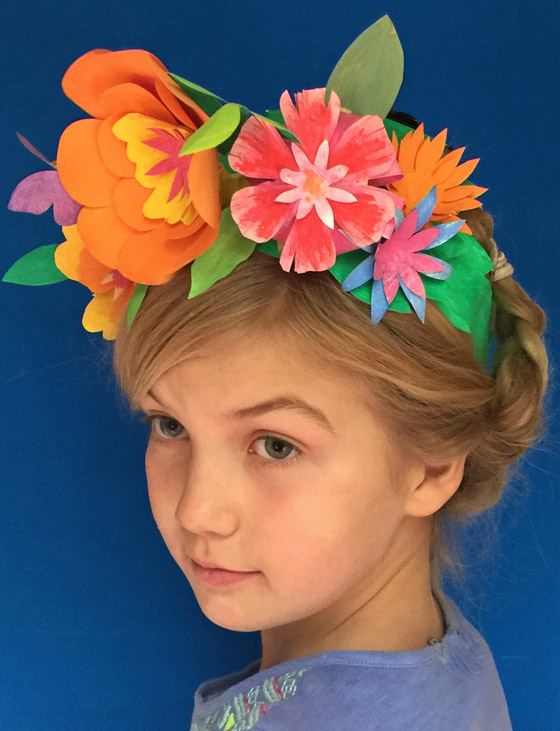 Dress up ideas for a Cinco de Mayo paper flower crown!