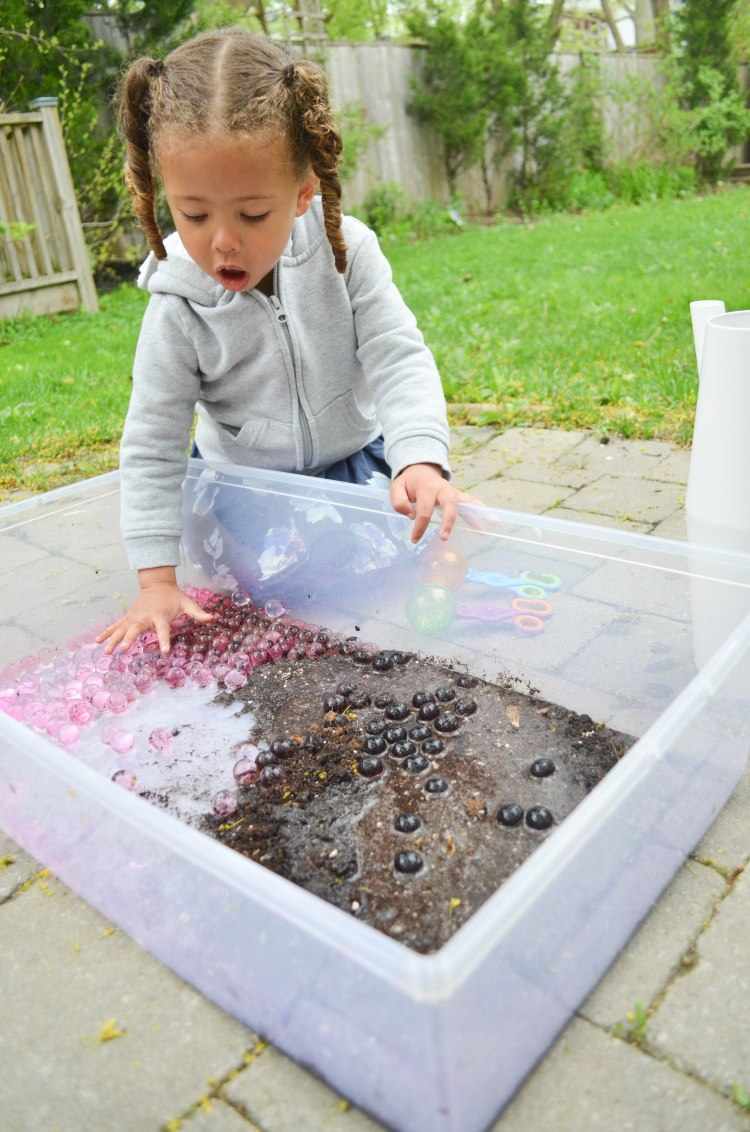 Water beads in mud activity for toddlers and preschoolers