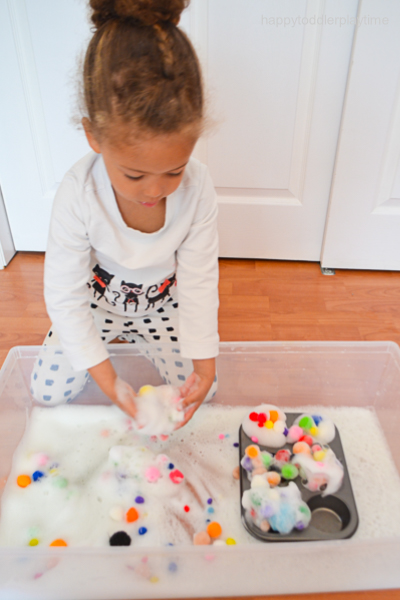 POM POM BUBBLES sensory activity for toddlers and preschoolers