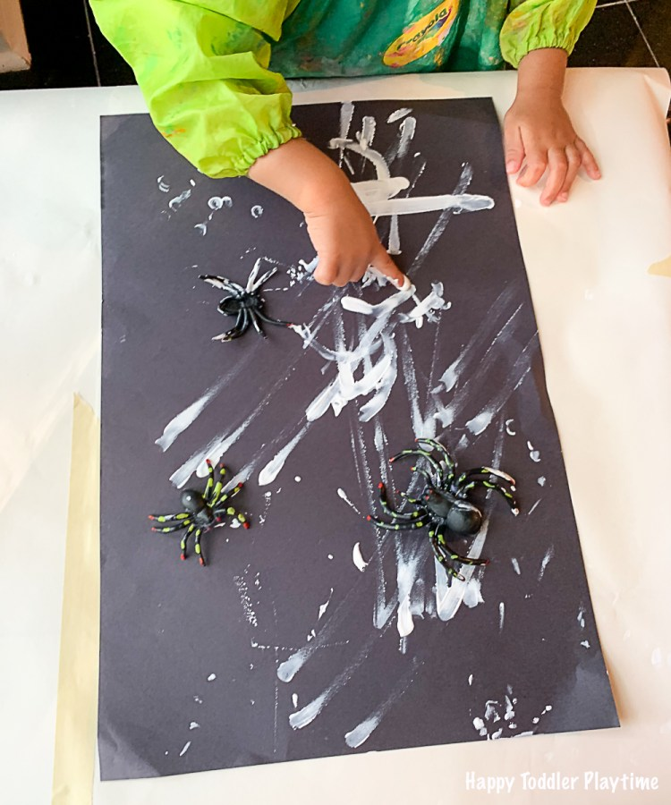 Finger print Halloween art for toddlers and preschoolers