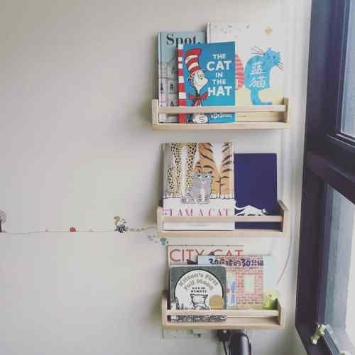 forward facing book shelf