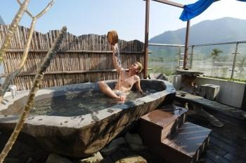 南投住宿。散步的雲│置身峇里島的夢幻生態民宿,在戶外邊泡澡邊賞螢賞星空