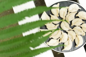 團圓手工生水餃。團購人氣商品 剝皮辣椒、麻辣酸豆創新口味 『宅配』美食推薦