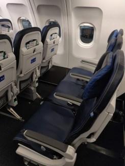 United Basic Economy Slim Seat with Charger