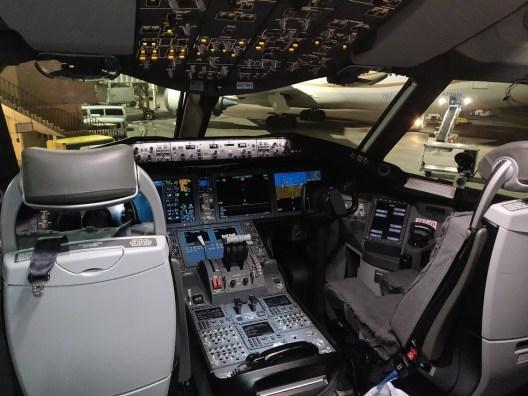 787-10 Cockpit