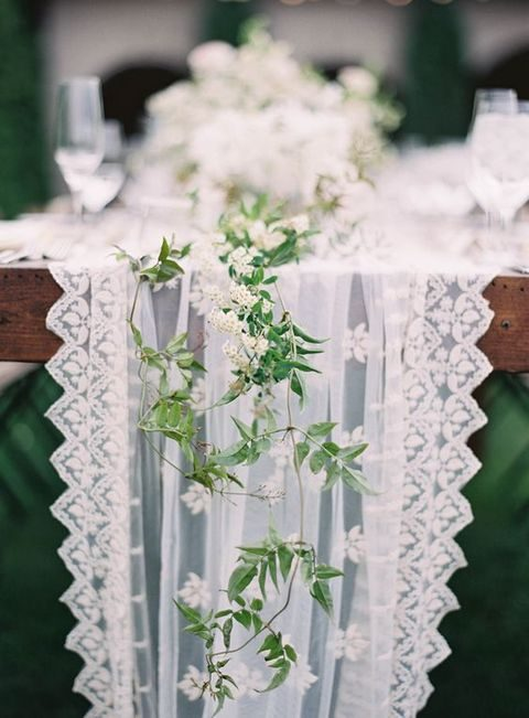 25 Chic Spring Table Runners To Try