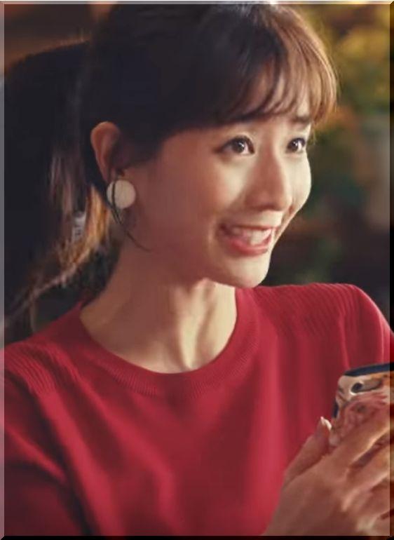 【スマートニュース2019新CM】IKKOとアプリで遊ぶ美女は誰?