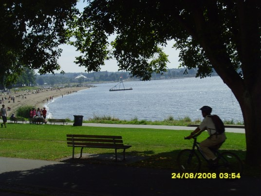 Beach on the way to Stanley Park