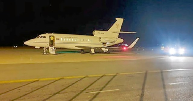 The air force VIP plane used by defence minister Nosiviwe Mapisa-Nqakula to give fellow ANC members a lift to Zimbabwe. Image: Twitter