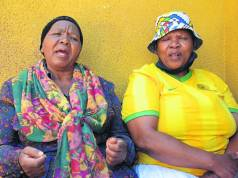 Gogo Thandi Maringa and her niece Jeniffer are traumatised. Photo by Raymond Morare.