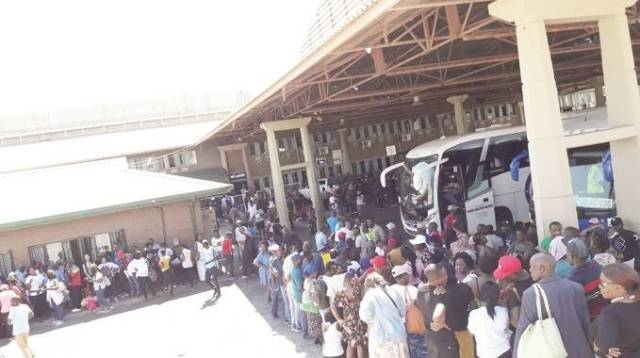 A file picture of mainly Zimbabweans trouping back home from South Africa for holiday through the Beitbridge Border Post