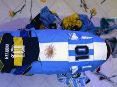 A funeral worker who took a photo next to the open coffin of Argentine football icon Diego Maradona has asked fans for forgiveness.