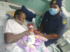 Sergeant Itumeleng Motalane with the mother and child she helped deliver. Image: Supplied
