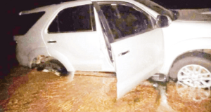 The Toyota Fortuner abandoned by smugglers along Limpopo River