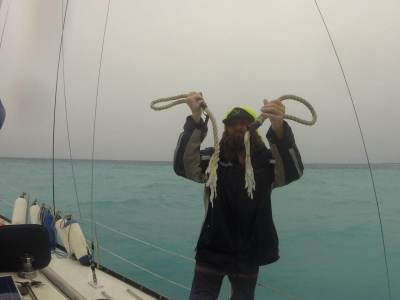 The squall in French Polynesia - Harba blog - men holding broken rope after the storm at sea