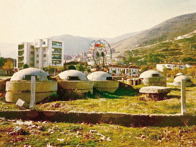A bunkerek még ma is 10 ezer szám hevernek Albániában a legkülönbözőbb helyeken