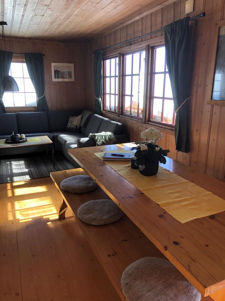 Hetteheimen stue og spisebord