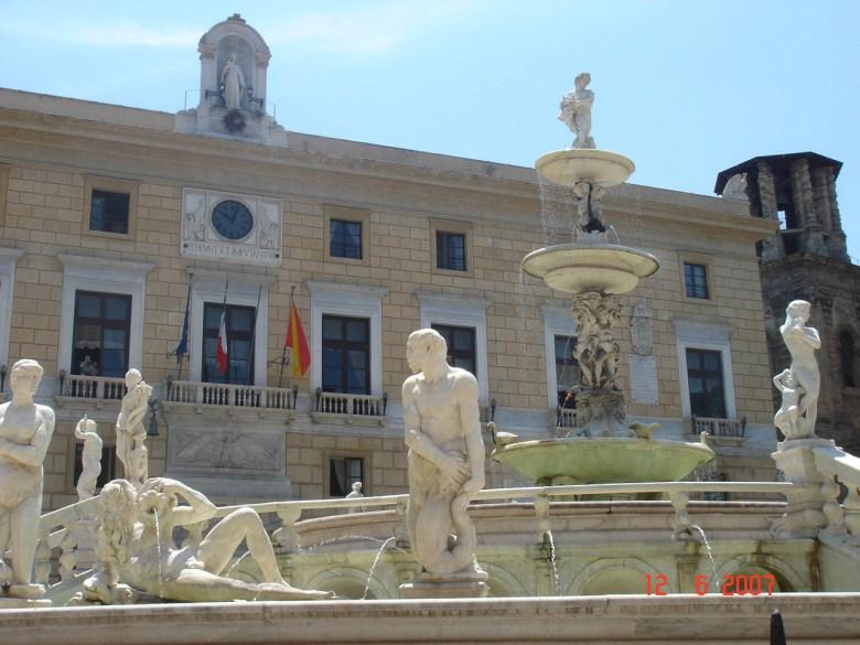 Piazza_Pretoria_and_Palazzo_Pretorio.jpg