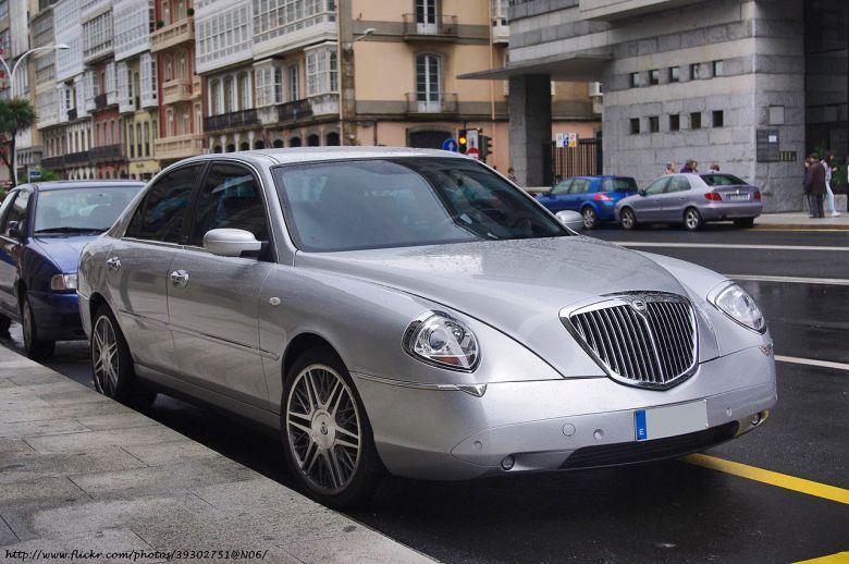 1280px-2006_Lancia_Thesis_100th_(Explored)_Jun_10,_2011_-479_(5819108632)