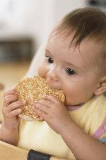 Bimbo che mangia
