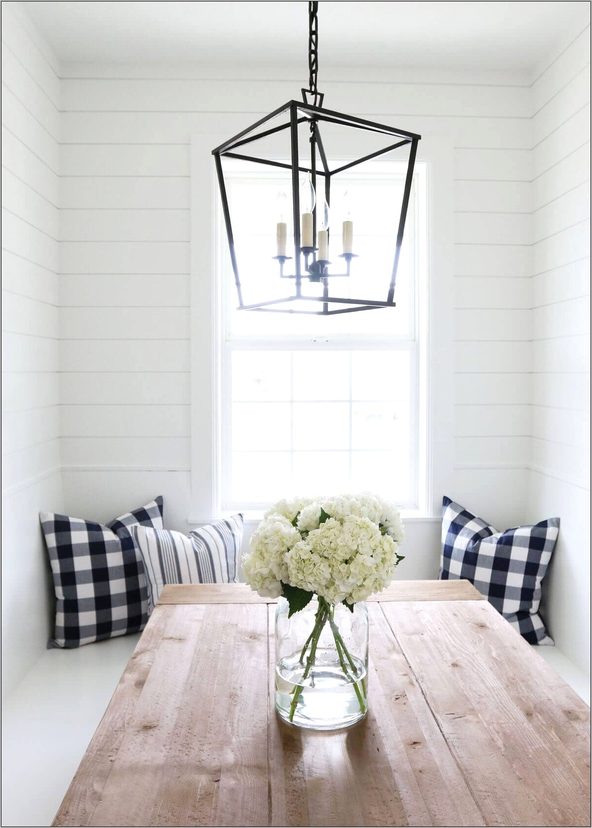 Country Dining Room Lighting Ideas