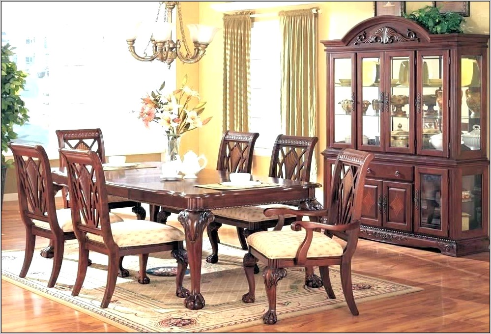 Decorating Dining Room With Cherry Table