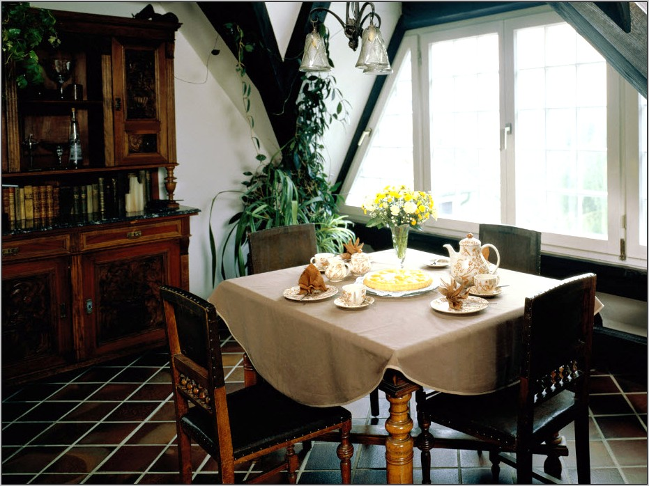 Ideas For Decorating Small Dining Room