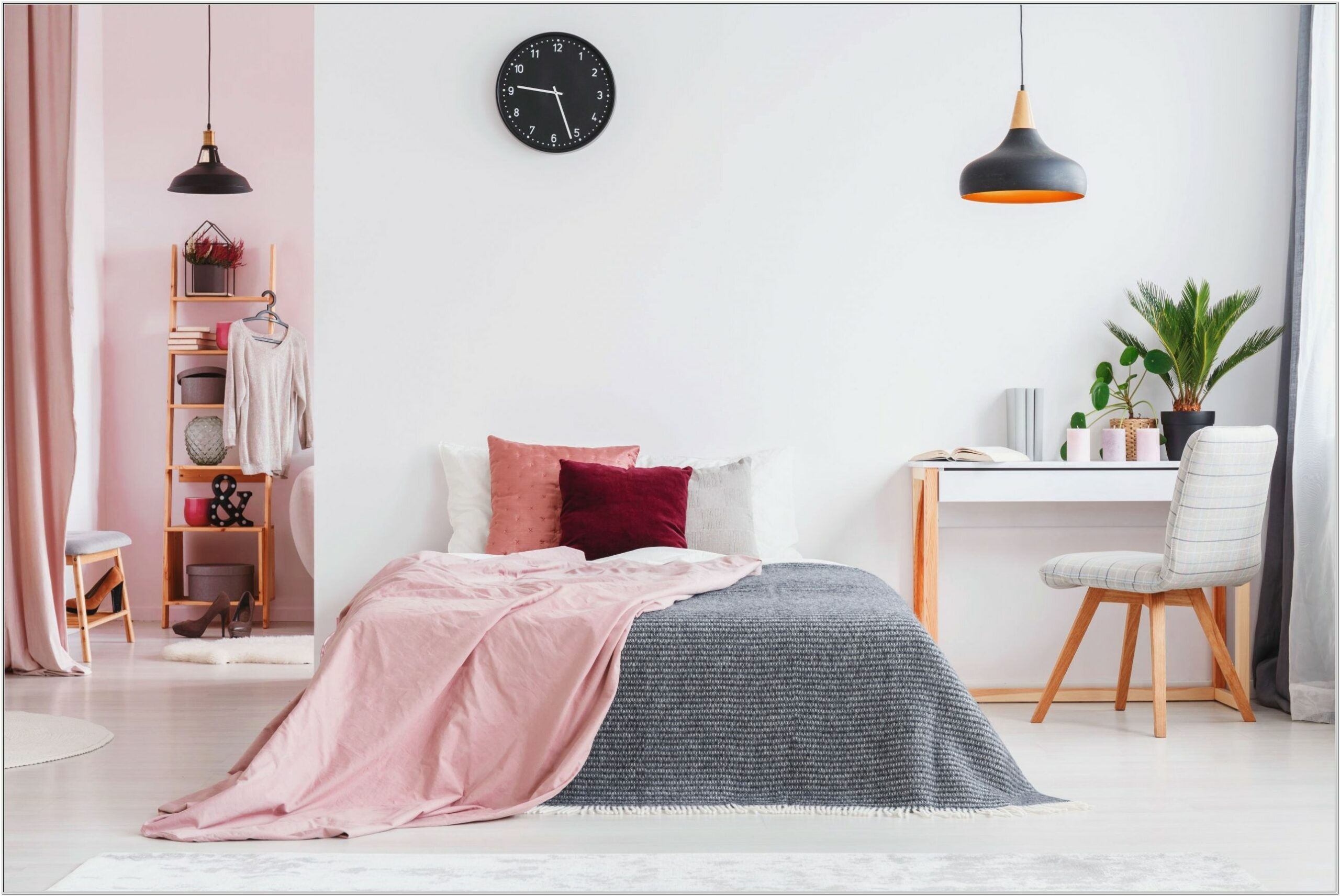 Adult Bedroom Decor Using Pink
