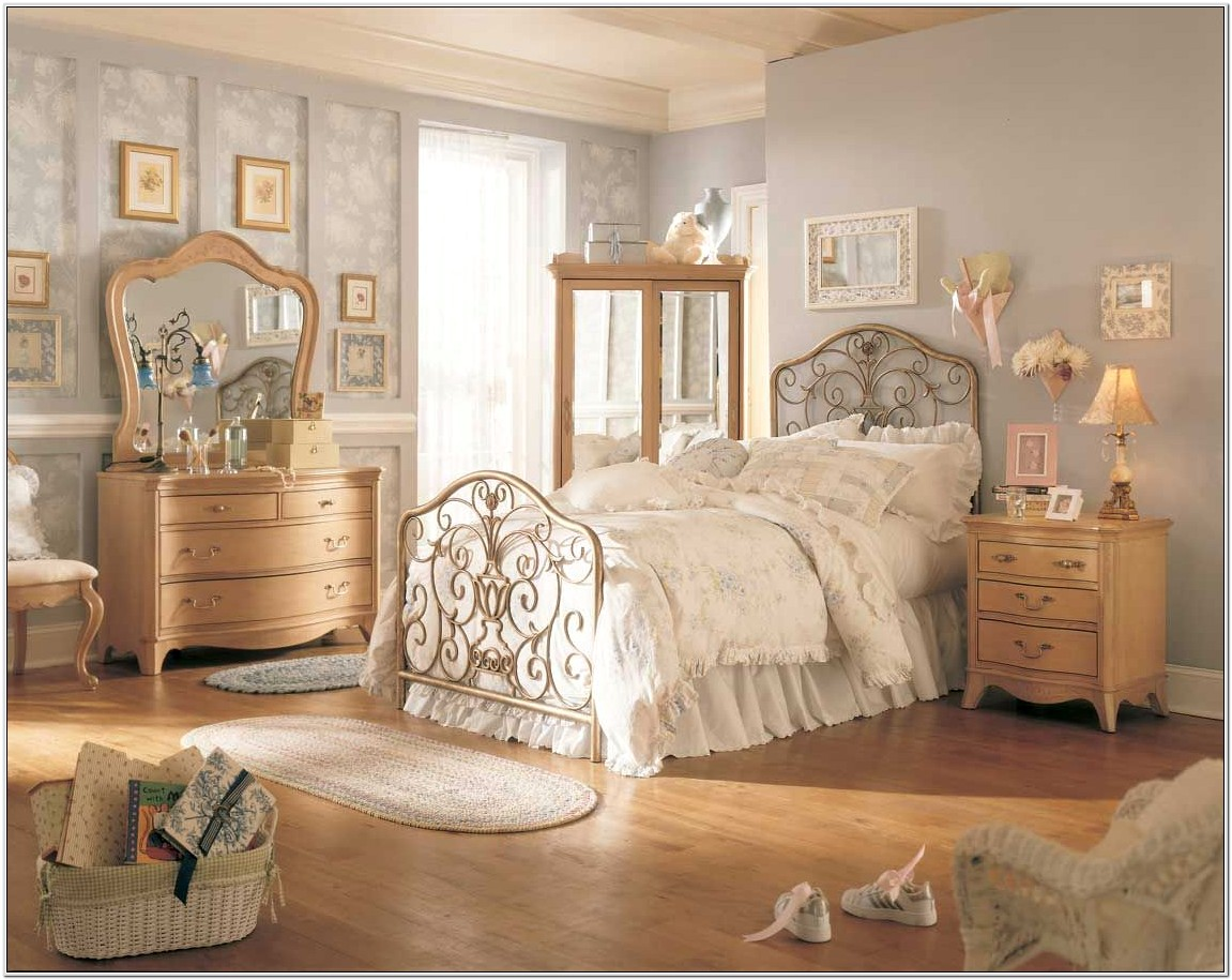 Antique Decorations For A Bedroom
