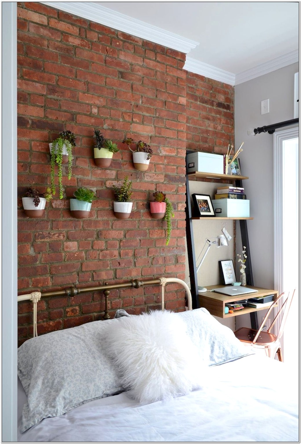 College Bedroom Wall Decorating Ideas