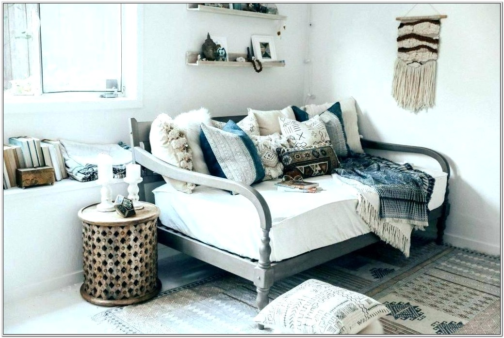 Daybed Living Room Design Ideas